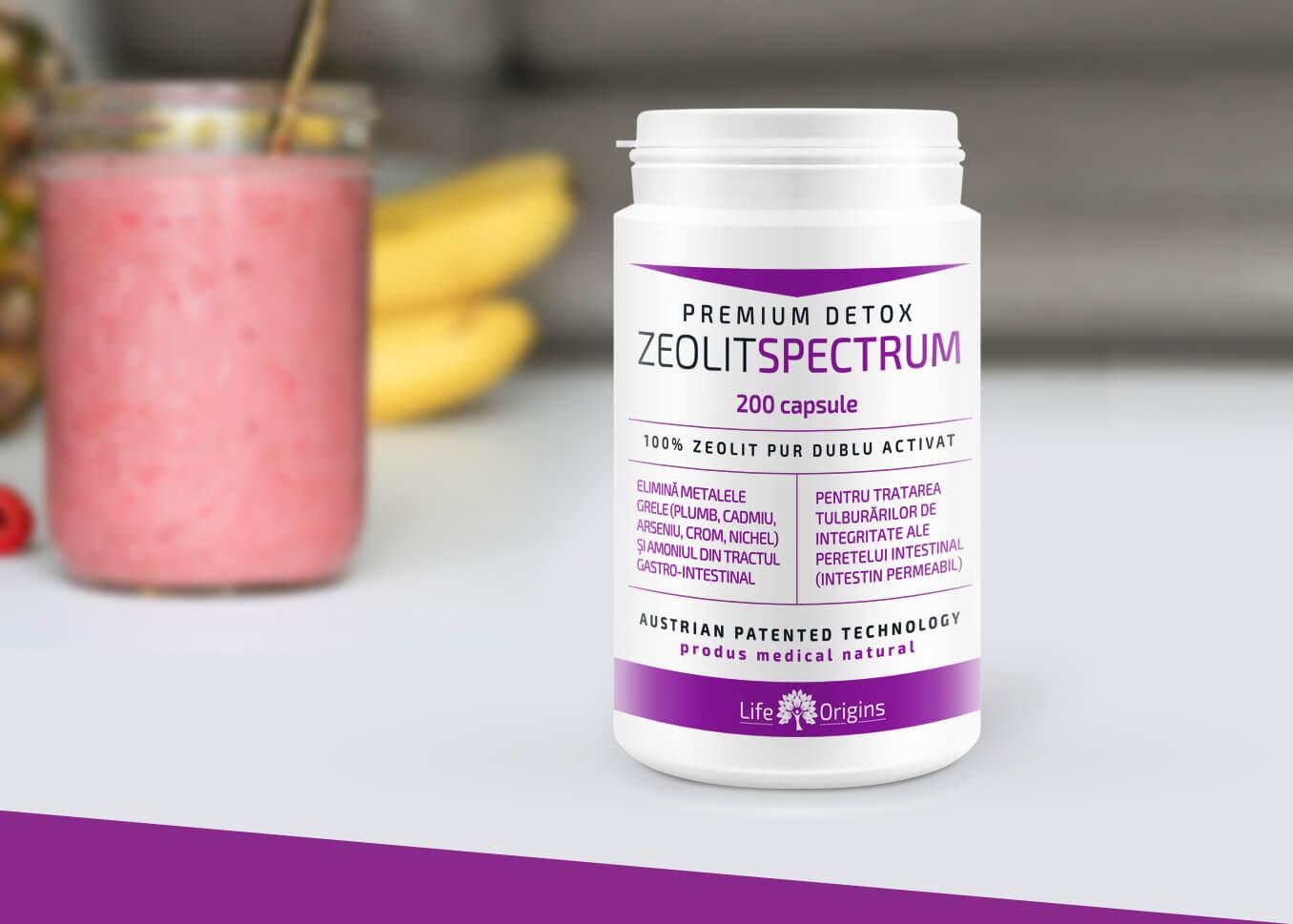 un flacon de Zeolit Spectrum alaturi de un smoothie din fructe